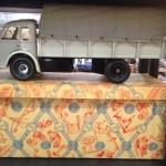 Camion in lamiera Renault della CIJ anni '50
