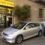 Honda Civic type S accanto a Gianguido Guerra