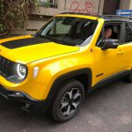 Il giornalista Luca Di Grazia con la nuova versione della Jeep Renegade Trailhawk