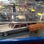 Cadillac anni 70 carro funebre al lavoro.