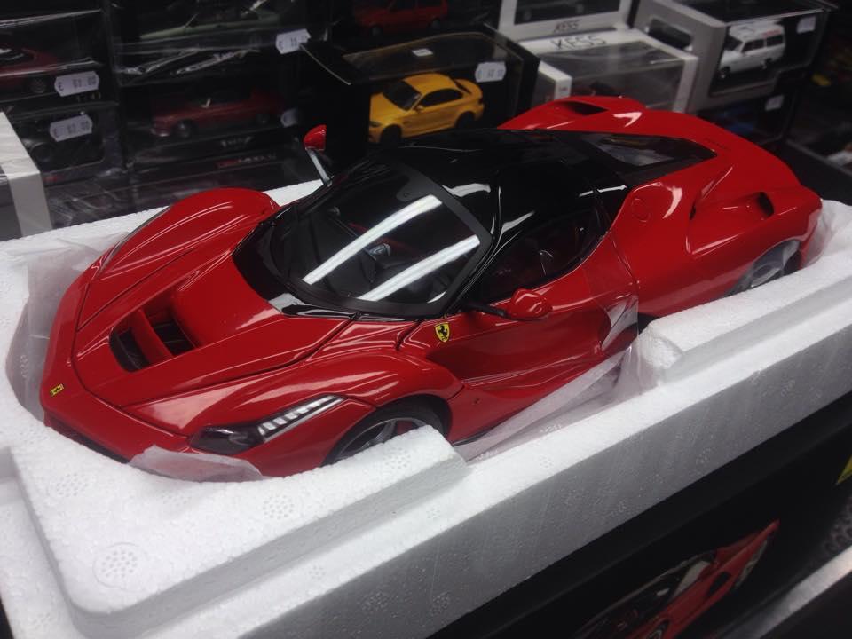 La Ferrari Hot wheels scala 1:18