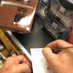 Sandro autografa la Fiat 500 replica Polistil di cui realizzo' nel 1987 la grafica ed i testi, Giorgio ne fa tesoro!
