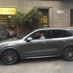 Valerio Alfonzetti mentre prova la Porsche Cayenne GTS ci porta il nuovo numero di Tutto Porsche! Tiny Cars presenteee!